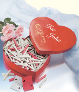 Szerelmes ajándékdoboz kicsi üzenetekkel 365 napra